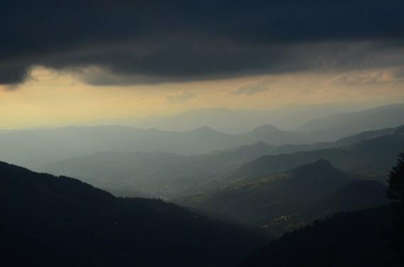 Abstieg-Lichtspiele-im-Tal